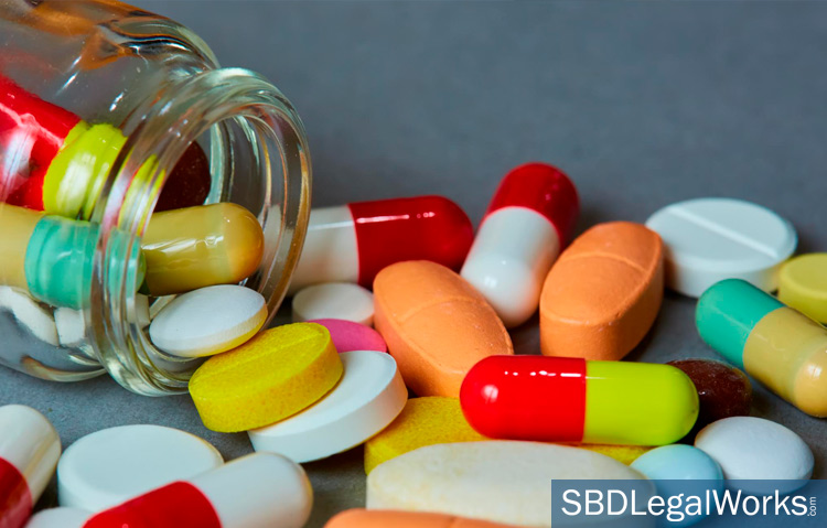 Close up photo of several pharmaceutical pills